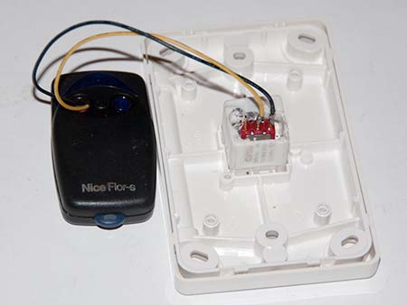 Connect the push button to the Nnice Flor-s remote