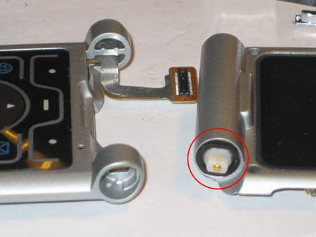 To connect the two clamshell halves, the hinge can be retracted in